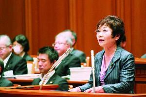 反対討論に立つ山中議員=10月27日、大阪市議会本会議場