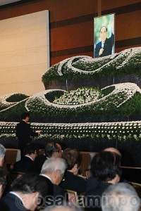 各界から500人が参列した東中光雄さんのお別れ会=11日、大阪市阿倍野区内