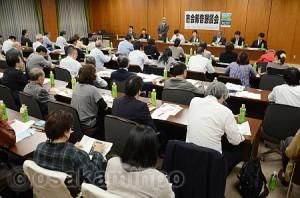 日本共産党大阪市会議員団が開いた市政報告懇談会=20日、大阪市役所内