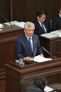 一般質問する宮原たけし府議=12月19日、大阪府議会