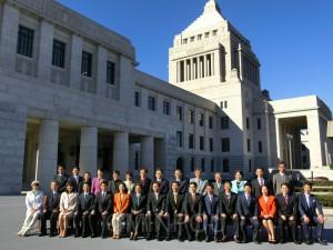 国会議事堂前で日本共産党の両院議員が勢ぞろい(昨年12月18日)