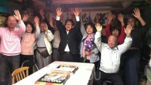 田尻=前列左4人目から小川雄司、吉開育子の両氏