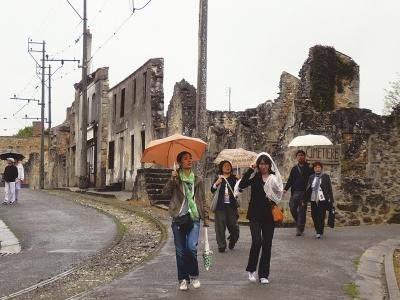 廃墟のまま保存され住民虐殺事件はいまも語り継がれている=仏・オラドゥール村