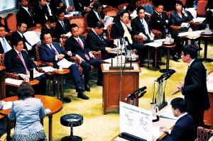 予算委員会で質問する大門議員=2014年10月