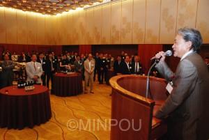 「住民投票」で共同した政党、団体、市民グループ、個人らが一堂に会した懇親会=6月27日、大阪市北区内