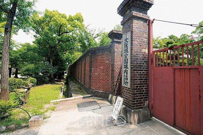 兵器の保管や修理にあたった陸軍兵器補給廠の塀と門柱
