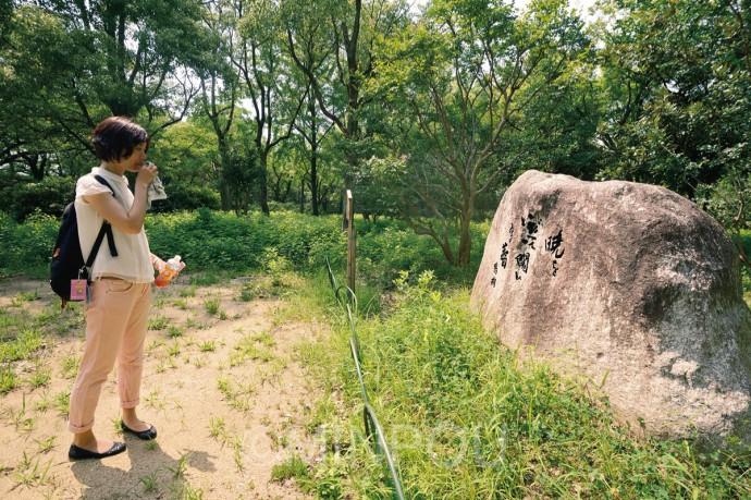 鶴彬の川柳碑。平和を願い反戦を唱えた国民がなぜ犠牲にならなければならなかったのか?