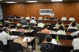日本共産党大阪市議団が開いた懇談会=4日、大阪市役所内
