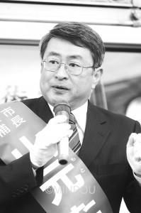 「憲法生かし福祉・教育最優先に」と訴える山元候補=11月29日、池田市内
