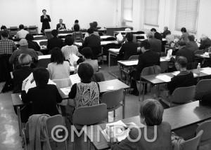 日本共産党府議団と府民団体との懇談会=23日、府庁内