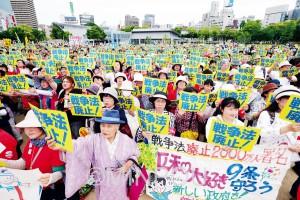 草の根から憲法を守る共同を広げようと開かれたおおさか総がかり行動=3日、大阪市北区・扇町公園