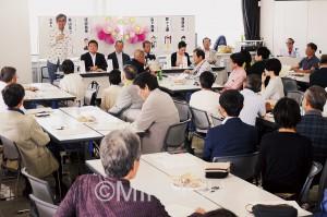7月の参院選に向けて、野党6党の代表を迎えて市民が手作りで開いた対話集会=14日、堺市北区内
