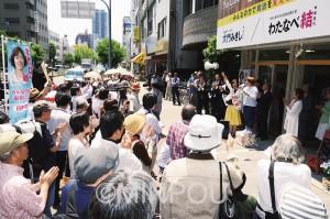 250人が参加した事務所開きでは、最後に全員でコールしました=21日、大阪市中央区内