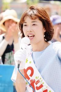 平和を守る日本共産党の議席を必ずと訴えるわたなべ結候補=6月26日、大阪市住吉区内