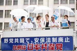 市民らが取り組んだ街頭宣伝=6月25日、大阪市中央区内