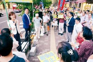 「おおさか総がかり19行動」には参院選をたたかった渡部結さん、尾立源幸さんも参加しました=19日、大阪市北区内