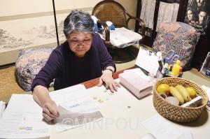 「医療費は死活問題」と話す指定難病患者の松本さん=7日、東大阪市内