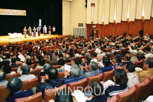 会場いっぱいに集まった「九条の会・おおさか」の集い=3日、大阪市中央区内