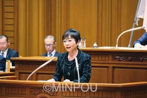 反対討論に立つ山中市議=13日、大阪市議会