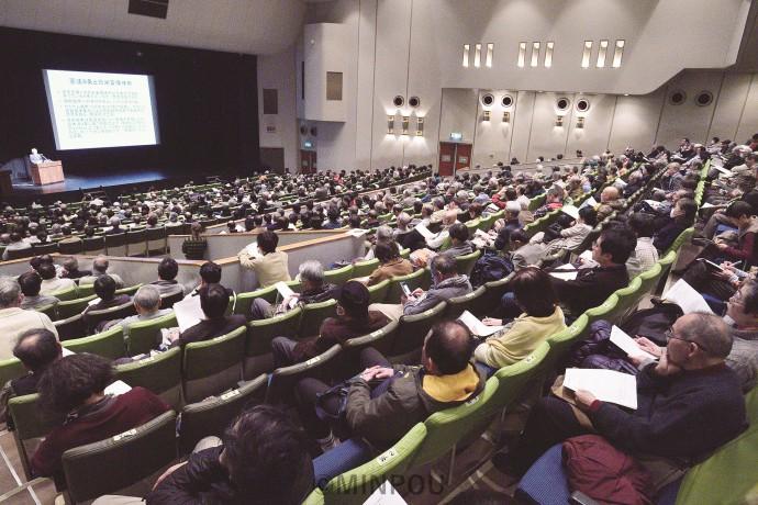 「九条の会」の新たな発展のスタートにと呼び掛けた講演会=19日、大阪市中央区内