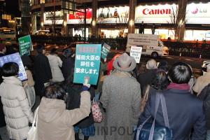 稲田大臣辞めろとアピールする街頭宣伝=2月24日、大阪市北区内