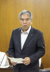 質問する尾上議員=19日、大阪市議会民生保健委