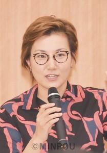 「次の総選挙で安倍政権に審判を下そう」と呼び掛ける日本共産党の池内さおり衆院議員=23日、岸和田市内