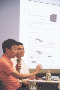 豊中市議の木村(左)、山本両氏が「森友学園」の小学校建設が浮上した当初から追及してきたことを詳しく紹介=14日、箕面市内