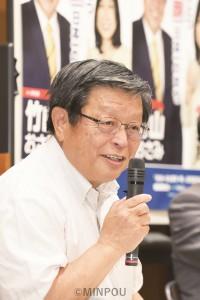 タウンミーティングで3期目への決意を語る竹山市長=堺市北区内