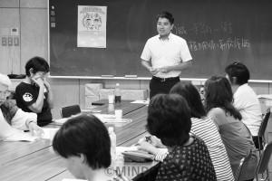 保育関係者と懇談する辰巳参院議員=8月19日、大阪市中央区内