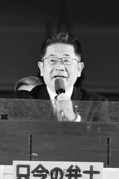 聴衆に訴える小池氏=9月29日、大阪市北区内