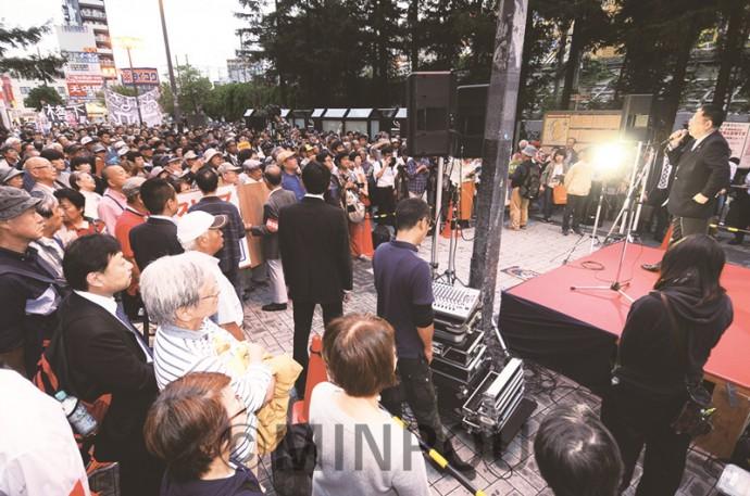 小池書記局長を迎えて開かれた街頭演説=7日、大阪市都島区内