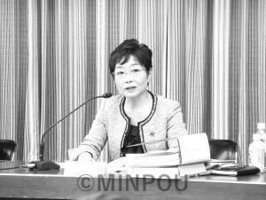 第5回法定協で質問する山中大阪市議=11月24日、大阪市議会特別委員会室
