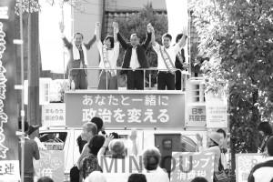 総選挙で初の野党共闘となった2017年。渡部結大阪3区候補・比例重複の応援に駆け付けた服部良一社民党府連代表、渡辺義彦自由党府連代表、辰巳孝太郎日本共産党参院議員ら=2017年10月8日、大阪市大正区内
