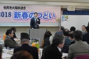 社民党大阪府連の新春のつどいであいさつするたつみ参院議員=1月27日、大阪市北区内