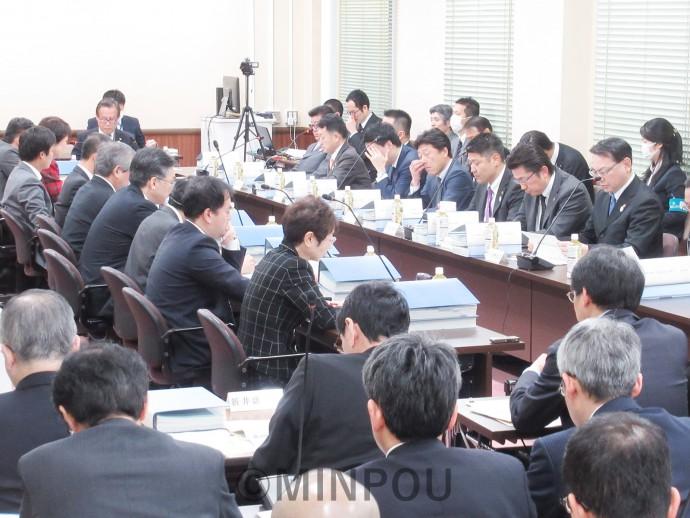 「特別区」の区割り案の絞り込みを強行した第8回法定協議会=2月22日、府庁内