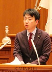 大学統合議案・反対討論に立つ小川議員minpou