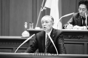 代表質問に立つ瀬戸市議団長 =1日、大阪市議会本会議場