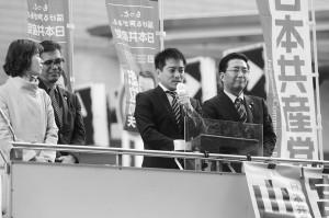 日本共産党府委員会の緊急国会報告で訴える、(右から)山下党副委員長・参院議員、たつみ参院議員、宮本衆院議員、渡部府国政対策委員長=3月10日、大阪市天王寺区内