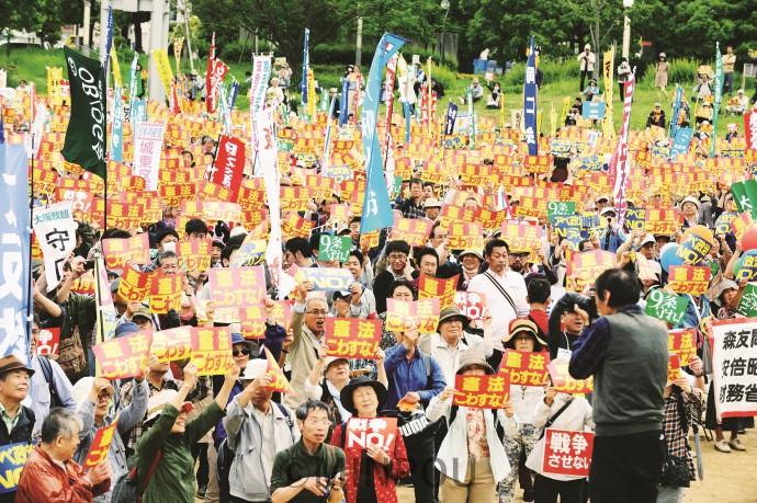 憲法改悪許さないと2万人が参加した総がかり集会=3日、大阪市北区内