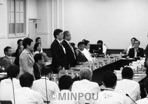 自民党提出の法定協廃止動議を採決した第12回法定協=1日、府庁内