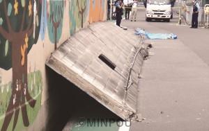 ブロック壁が倒壊し女児が亡くなった事故現場=19日、高槻市内