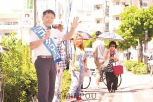 自民党政治を終わらせ暮らしと平和を守る政治をと呼び掛けるたつみコータロー議員=18日、大阪市東淀川区内 「つどい」であいさつするたつみ議員=18日、大阪市東淀川区内