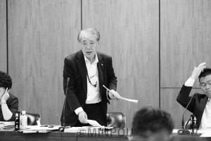 質問する瀬戸議員=18日、大阪市議会大都市税財政制度特別委員会