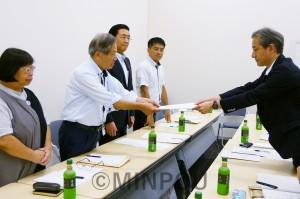 政府に要請する(左から)中村、宮原、山下、たつみの各氏=8月20日、東京都内