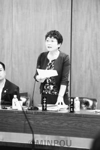 質問する山中議員=19日、大阪市議会大都市税財政制度特別委員会