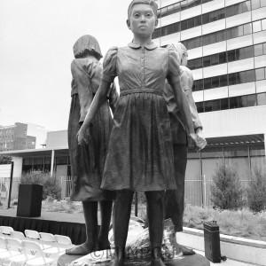 米サンフランシスコ市のセント・メアリーズ公園に建つ「慰安婦」像