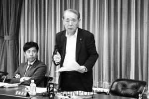質問に立つ瀬戸一正市議団長=4日、大阪市議会決算特別委員会
