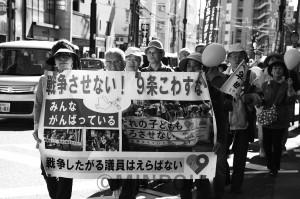 110人が参加した「みんなで歩こう・市民パレードINとよなか」=3日、豊中市内