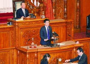 参院本会議で戦争法案の強行は許されないと討論するたつみ議員=2015年9月18日(「しんぶん赤旗」提供)